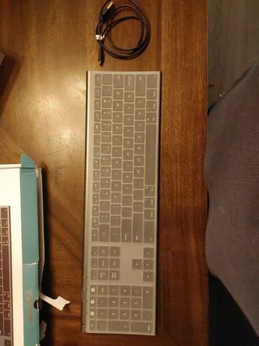 Jelly Comb Keyboard. Box Damage. NO MANUAL AS